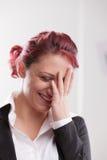 Красивый redhaired усмехаться работника девушки офиса Стоковые Изображения