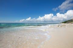 Красивый seascape и нежная волна моря Стоковые Фото
