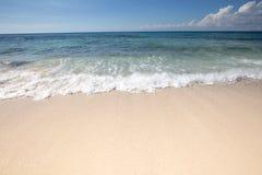 Красивый seascape и нежная волна моря Стоковые Изображения RF