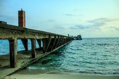 Красивый seascape под временем солнечности Стоковые Изображения