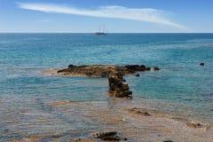 Красивый seascape с яхтой. Стоковые Фото