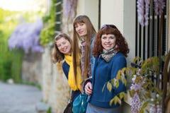3 красивых девушки в Париже Стоковое Изображение