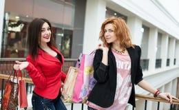 3 красивых девушки с покупками Стоковая Фотография