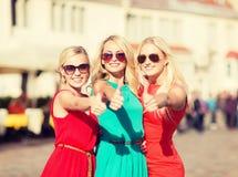 3 красивых женщины в городе Стоковые Изображения RF