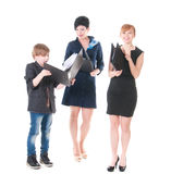 2 красивых женщины и их босс держа папку с бумагами. Стоковые Фото
