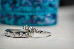 2 красивых обручального кольца сделанного из белого золота Стоковые Изображения