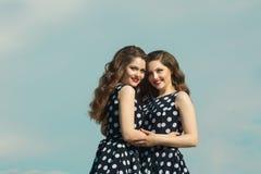 2 красивых сестры девушки Стоковое Изображение