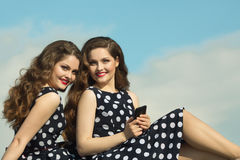 2 красивых сестры девушки Стоковое Изображение RF