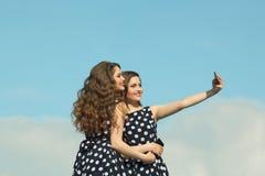 2 красивых сестры девушки Стоковые Фотографии RF
