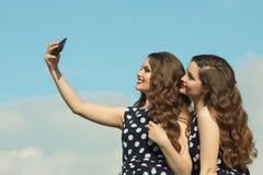 2 красивых сестры девушки Стоковые Изображения RF