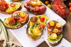 красит желтый цвет томатов heirloom красный Стоковое Фото