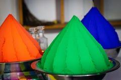 Красит зеленый и оранжевый стоковое фото