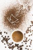 Краска и чашка земного кофе Стоковое фото RF