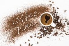 Краска и чашка земного кофе Стоковое Изображение RF