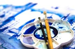 Краска и щетки Красивая современная дорога города с небоскребами, иллюстрация сделанная влияний watercolour Стоковые Фотографии RF