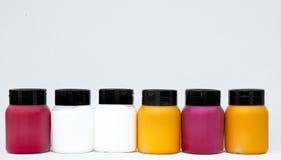 краска коробок выровнянная чонсервными банками Стоковое Фото