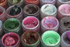 Краска масла в круглых контейнерах Стоковая Фотография