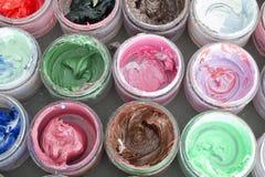 Краска масла в круглых контейнерах Стоковая Фотография RF