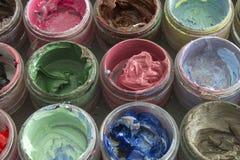 Краска масла в круглых контейнерах Стоковые Фотографии RF