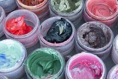 Краска масла в круглых контейнерах Стоковые Фото
