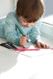Краска мальчика стоковая фотография