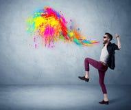 Краска парня битника крича красочная на стене Стоковое Изображение