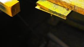 Краска порошка гравировки машины маркировки лазера Изготовление пластичной фабрики труб водопровода Процесс делать пластмассу акции видеоматериалы