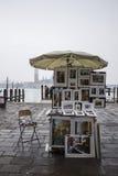 Краска стенда на венецианской набережной Стоковые Фото
