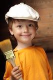 краска щетки мальчика стоковое изображение rf