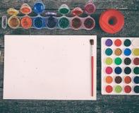 Краски акварели установили с щетками и бумажным листом Стоковые Фотографии RF