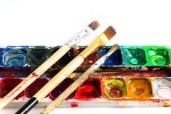Краски и щетки на белой предпосылке стоковые фотографии rf