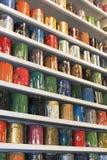 Краски шелковой ширмы художника стоковое изображение