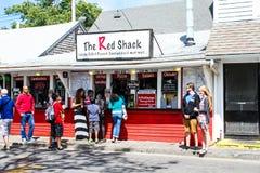 Красная лачуга принимает вне на улицу Ryder в Provincetown, МАМАХ стоковое изображение rf