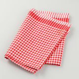 красная белизна полотенца чая Стоковая Фотография