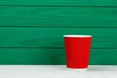 Красная бумажная кофейная чашка текстуры картона Стоковое фото RF