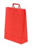 Красная бумажная хозяйственная сумка изолированная на белизне стоковые фото