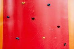 Красная взбираясь стена, тема спорта адреналина Стоковое фото RF
