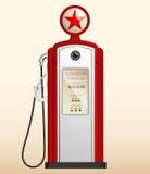 Красная винтажная бензоколонка в США Стоковое Фото