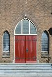 Красная дверь Antoniuskerk, Dordrecht, Нидерланд стоковое фото rf