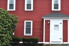 Красная деревянная дом стоковые фотографии rf