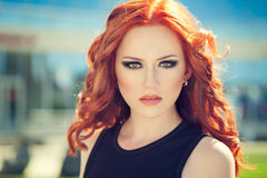 Красная девушка волос Стоковые Изображения RF
