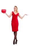 Красная женщина платья держа подарочную коробку изолированный на белизне Стоковое Фото