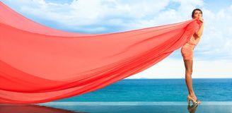 красная женщина шарфа Стоковые Изображения