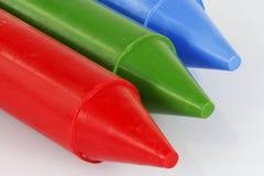 Красная зеленая голубая съемка макроса crayons Стоковые Изображения