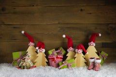 Красная, зеленая, желтая и коричневая предпосылка рождества с настоящими моментами, Стоковые Фото
