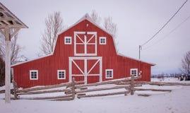 Красная зима амбара в Канаде Стоковые Фотографии RF