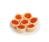 Красная икра в tartlets, изолированных на белизне Стоковое Фото