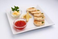 Красная икра Лимон greens масло хлеба Стоковое Изображение RF