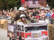 Красная импровизированная трибуна 2 пожарной машины Bull Стоковые Фото