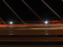 Красная линия с светом 2 на мосте на ноче Стоковое фото RF